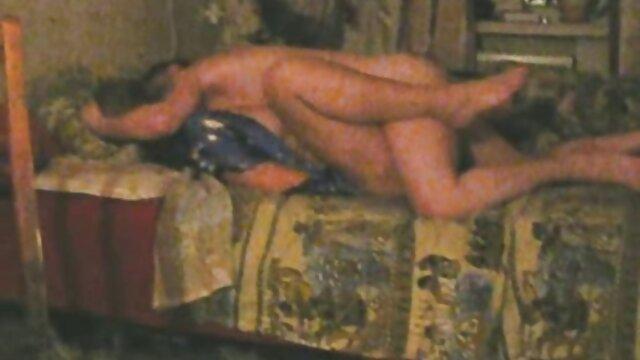 Egy orosz üzletember ezer dollár szexért fizetett egy pisi szex videok fiatal ribancot.
