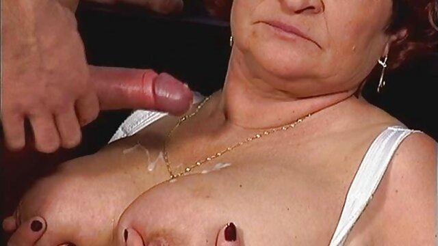 Rilynn Rae szex a raktárban vesz egy csomó cső.