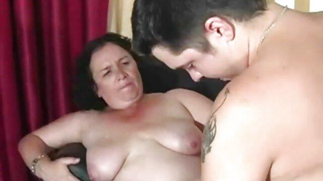 Povd-Gia Paige családi szex anya fia mutatja ki a tökéletes test a zuhany mögött