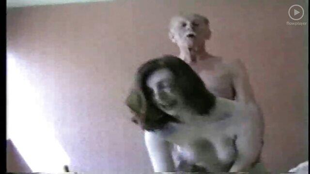 Savannah Fox szereti a kemény szex masszázs filmek kakas nyújtás a seggét, hogy ásít